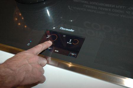 Thermador Rocks 2012 CES Дружественная индукционная плита.